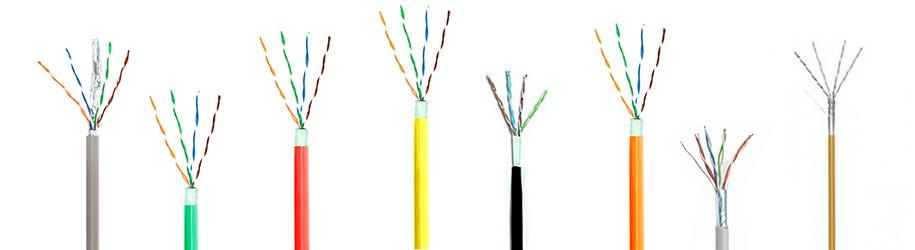 Hoe sluit ik een FTP kabel aan op een afgeschermde connector of wandcontactdoos?